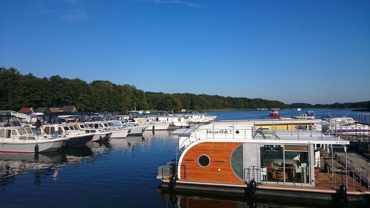 Yachtcharter Römer - Hausboote